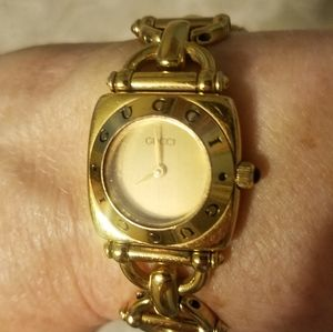Vintage Gucci 6400L Ladies 18k Gold Plated Watch